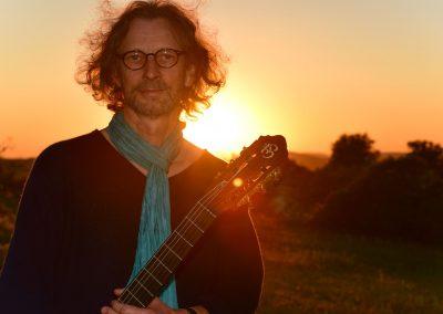 felix-guitar-sunset-01