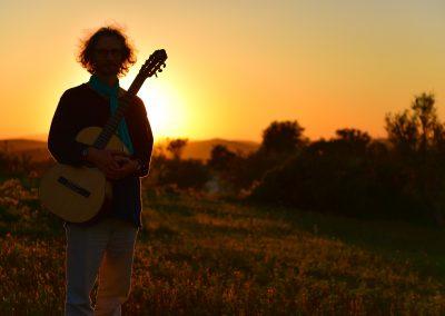 felix-guitar-sunset-02