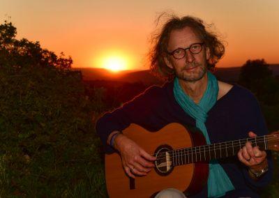 felix-guitar-sunset-04